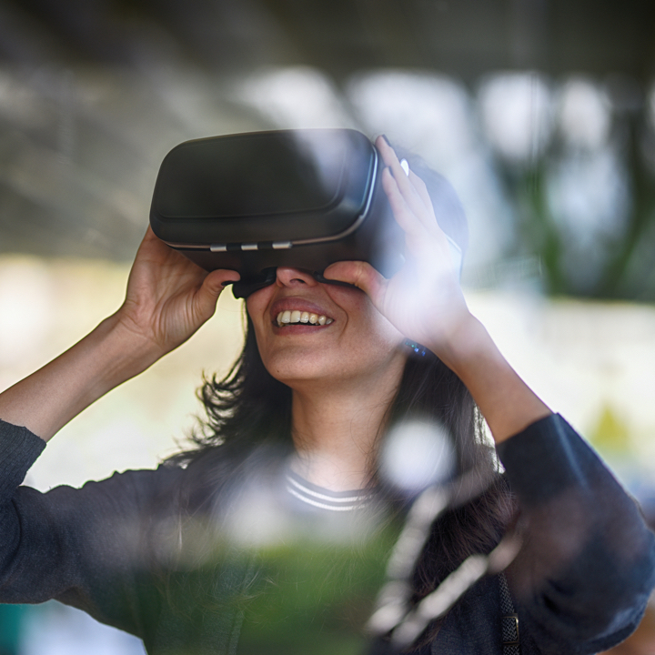 Using immersive virtual reality to make the right decision